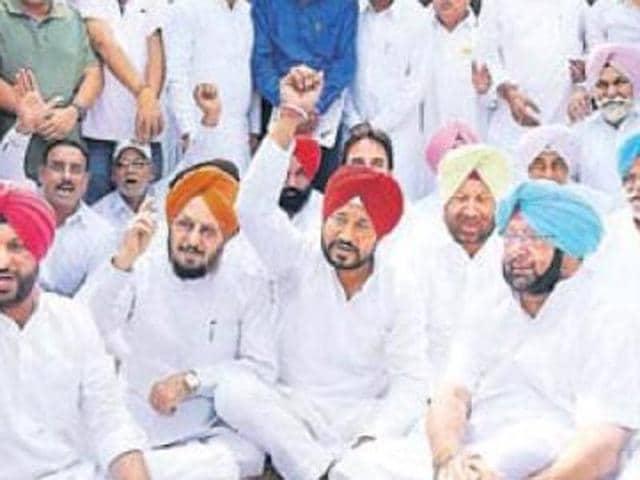 Amarinder,Badal,protest