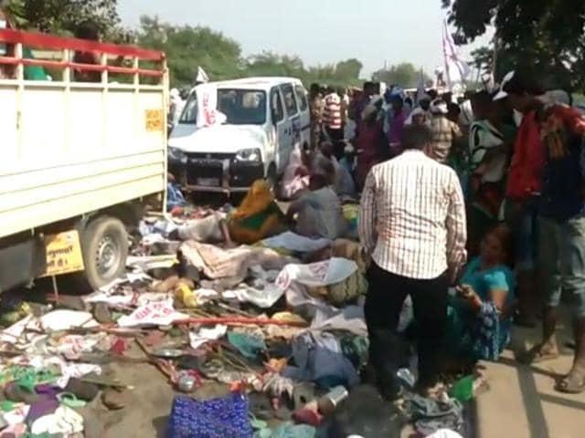 A stampede broke out on the Rajghat bridge in Domari village, Varanasi, on Saturday afternoon.(HT Photo)