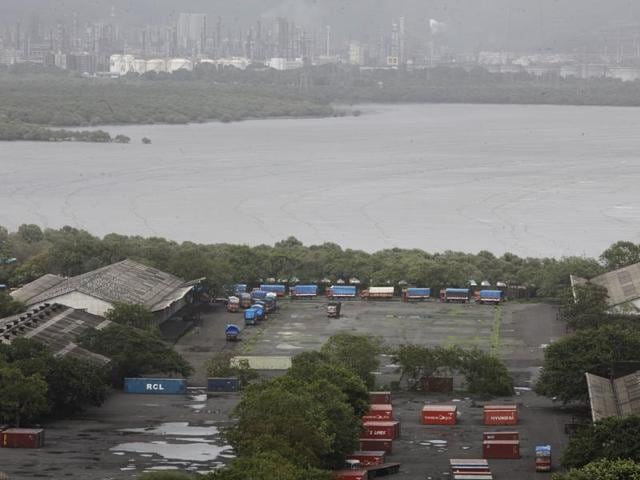 The MbPT, which has owns 1,800 acres covering 28km along the Eastern coastline — from Colaba to Dadar — is likely to be developed in phases(HT File Photo)