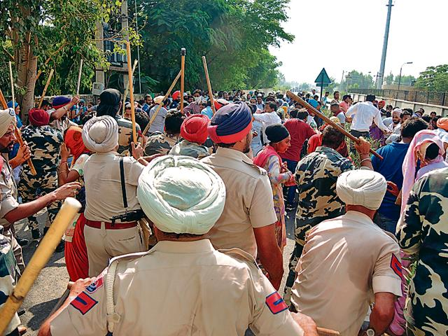 Police resorting to lathicharge to disperse protesters at lambi in Muktsar on Friday.