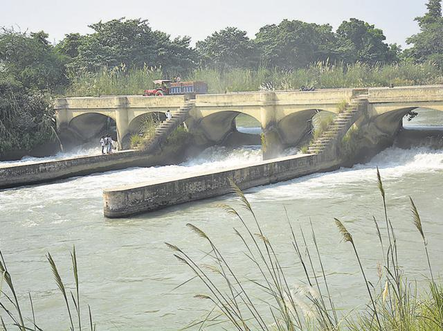 Since October 9, Ganga water supply has been stopped as the UP irrigation department is cleaning the canal.