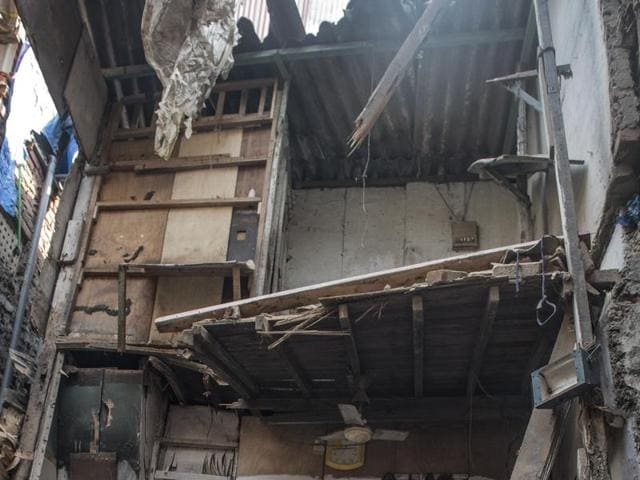 Mumbai slums,Bandra building collapse,Behrampada