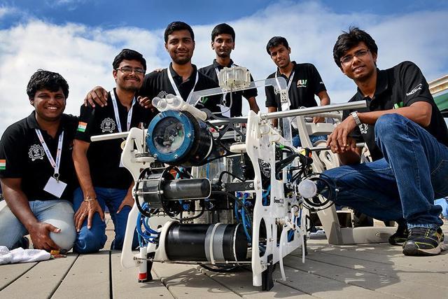 IIT students with Matsay 4.0, an autonomous underwater vehicle.