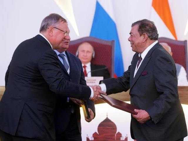 (L-R) Andrei Kostin, chief executive of Russia's bank VTB, Igor Sechin, chief executive of Russia's top oil producer Rosneft, and Ravi Ruia, vice-chairman of Essar Group, attend an exchange of agreements event after the India-Russia annual summit in Benaulim in Goa on Saturday.