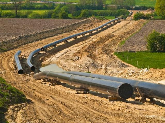 India and Russia have agreed to explore building the world's most expensive pipeline.