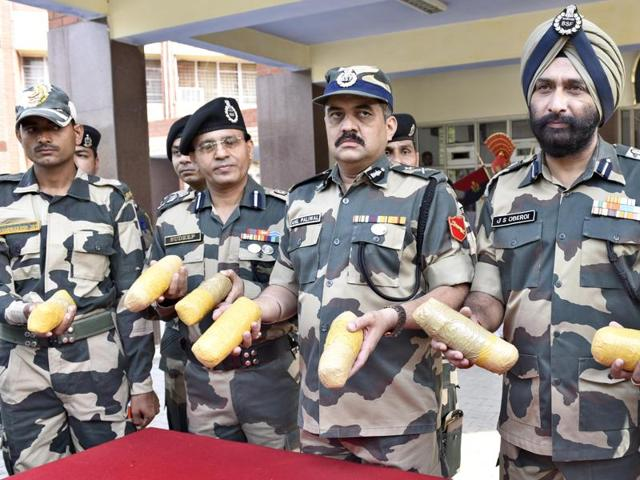 Punjab BSF inspector general Anil Paliwal (centre) and other officers showing the heroin recovered from near the border in Amritsar on Sunday.