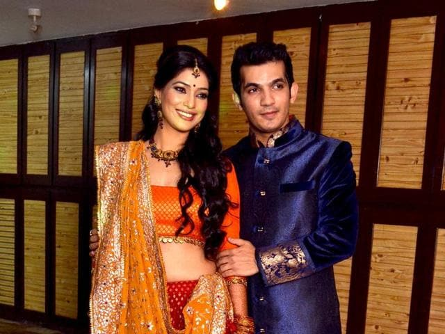 Actor Arjun Bijlani will take a half day from work to be with wife Neha Swami on Karva Chauth.