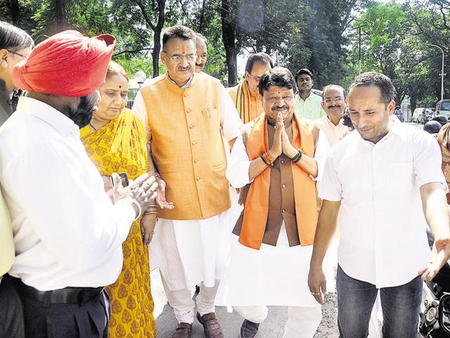 BJP national general secretary Kailash Vijayvargiya (L) with party's state president Ajay Bhatt in Dehradun on Tuesday.