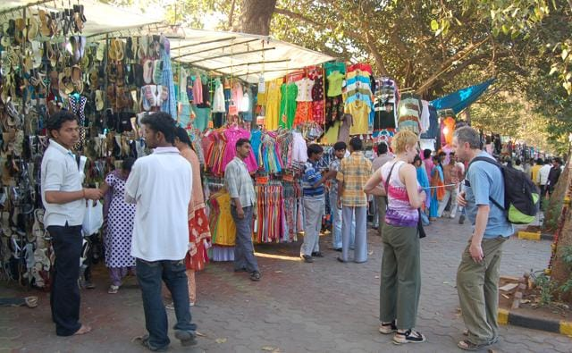 The Gymkhana wants the BMC to extend special parking permission while the civic body wants to relocate hawkers from around the CST on the same land.