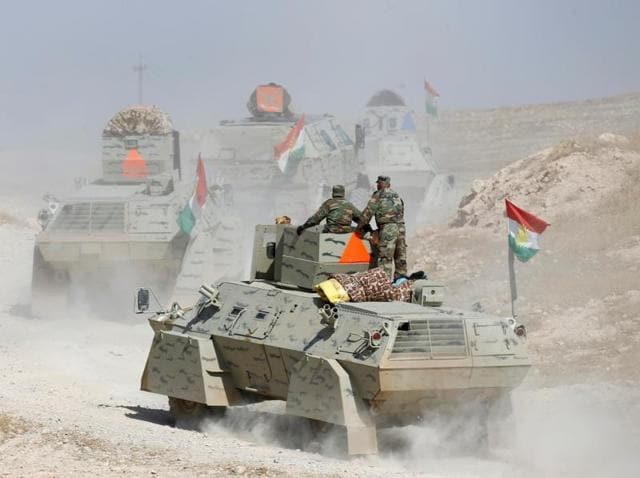 Peshmerga forces advance in the east of Mosul to attack Islamic State militants.