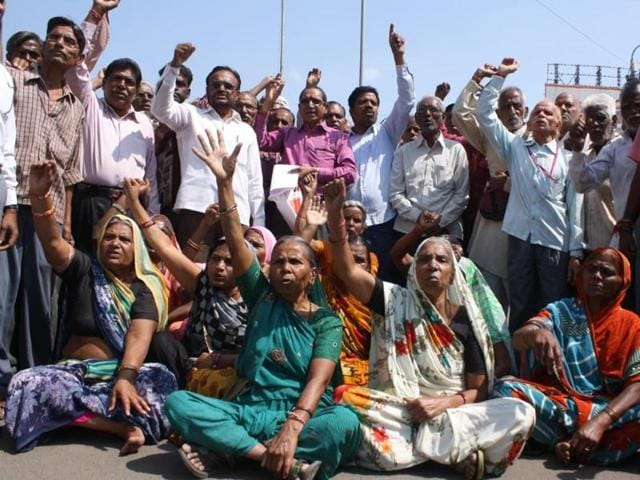 Former workers of Hukumchand Mill stage a demo at Regal square in Indore on Tuesday.