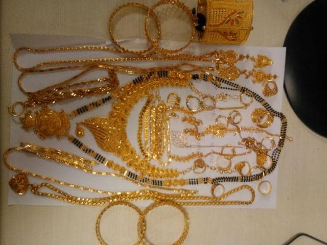 The jewellery is valued at Rs14.39 lakh.