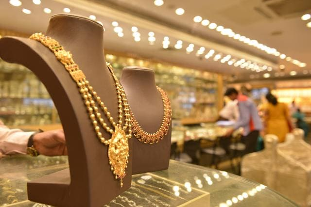 Bhopal,Indore cop's jewellery buying spree,economic offences wing