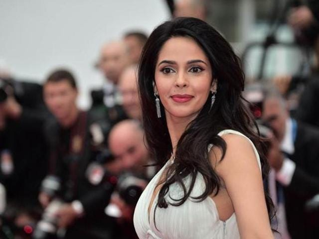 """Mallika shared a throwback photograph of herself along with former US President Bill Clinton and mentioned that she was """"honoured"""" to meet the """"charismatic"""" president."""