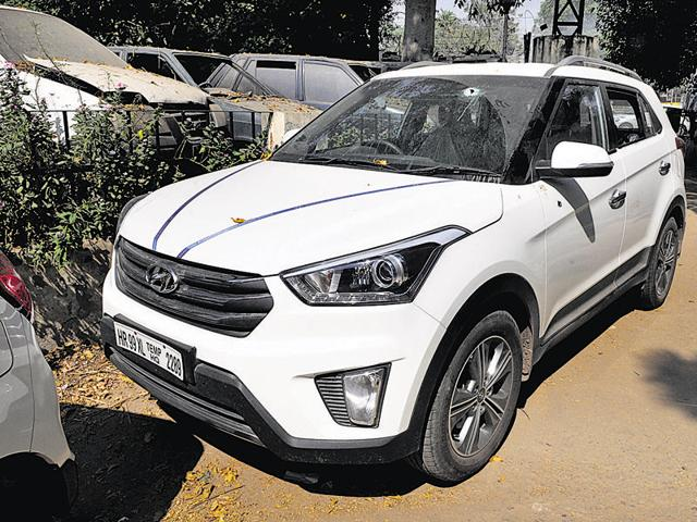 Manish, a liquor trader, was going to collect cash from one of his liquor vends in his Hyundai Creta when he was attacked.