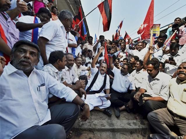 Chennai: MDMK general secretary Vaiko and VCK Chief Thol Thirumavalavan, along with several workers including those from the Left parties, at a rail roko protest called by the farmers' federation demanding the Centre's intervention in setting up of the Cauvery Management Board in the ongoing Cauvery water dispute