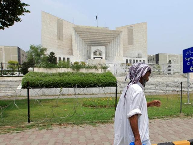 Pakistan's Supreme Court has cited a judgement by its Indian counterpart to uphold the death sentence given to a mentally ill man.