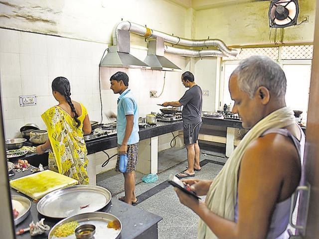 Indian railways,Nizamuddin Railway Station,railway cook strike