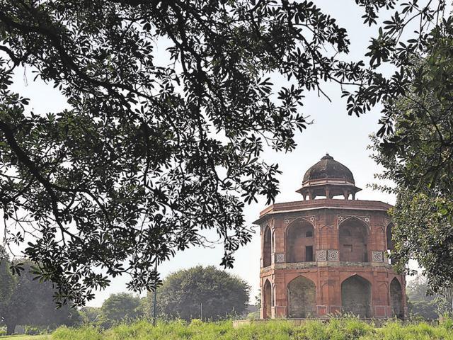 Journalist and  author  Shazi Zaman talks about his book on Akbar at Masjid Khairul Manazil in New Delhi.