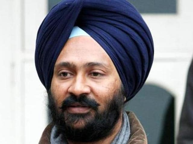 Punjab finance minister Parminder Singh Dhindsa has given his approval to the foreign settled retired employees to get DA with their pensions, a state government spokesman said on Saturday.