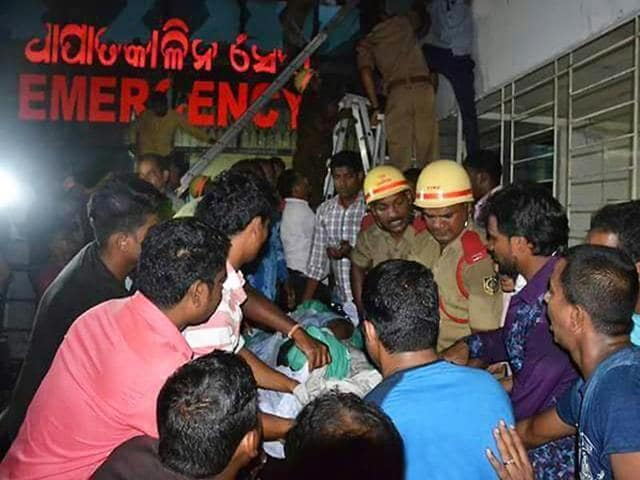 Odisha chief minister Naveen Patnaik visits the patients of SUM Hospital where a fire broke out this week on October 17, 2016, admitted at AIIMS in Bhubaneswar.