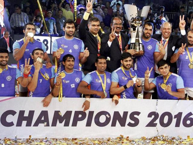Indian players celebrate with the winning trophy after beating Iran in the final.