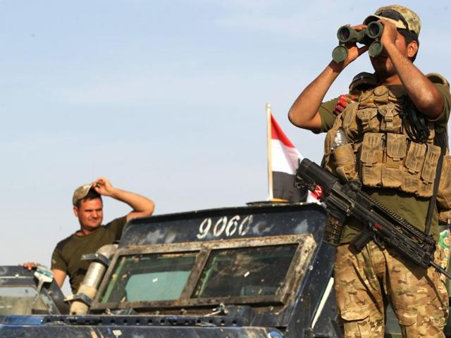Iraqi forces units hold a position near the village of Tall al-Tibah, some 30 kilometres south of Mosul, during an operation to retake the main hub city from the Islamic State (IS) group jihadists on October 21, 2016.