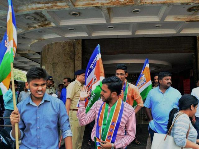 Ae Dil Hai Mushkil,Maharashtra Navanirmam Sena,Karan Johar