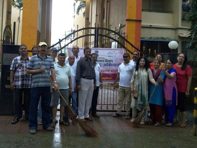 Housing societies joined hands with the corporation in Thane for the clean up drive.