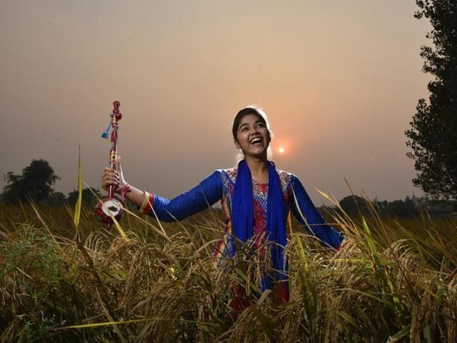 """Punjabi pop artiste Ginni Mahi, 17, says she doesn't believe in caste, but """"Chamar Pop"""" has given her a good launchpad to realise her dreams of becoming a Bollywood singer.(Raj K Raj/HT PHOTO)"""