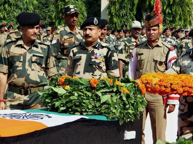 Additional DG, BSF, Arun Kumar pays floral tribute to constable Gurnam Singh who died in firing by Pakistan, during a wreath laying ceremony at Paloura Camp in Jammu.(PTI Photo)