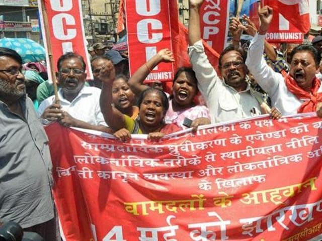 Opposition supporters took to the streets in the morning to enforce the day-long state-wide bandh in Jharkhand.