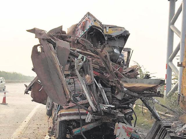 Yamuna,accident,expressway