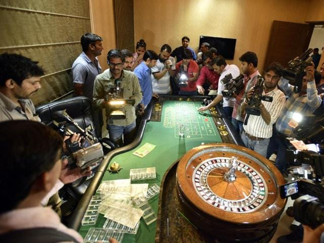 Police busted an illegal casino at Sainik Farms in New Delhi on Saturday night.