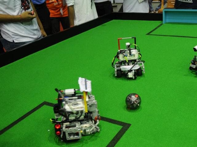 On Sunday (October 23, 2016) Netaji Indoor Stadium became alive with young students from all over the country animatedly discussing and demonstrating the skills of the robots they built.