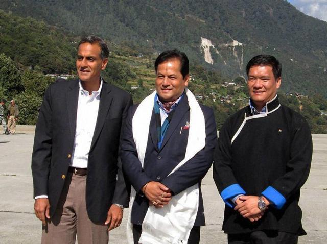 Chief minister of Assam Sarbananda Sonowal with the Arunachal Pradesh chief minister Pema Khandu (R) and US Ambassador to India Richard Verma at Tawang in Arunachal Pradesh.(PTI Photo)
