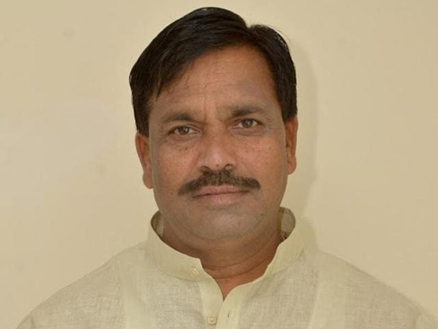 Minister for Muzrai (Religious Endowment) Rudrappa Manappa Lamani said that the state government does not want to intervene in the administrationof religious institutions.