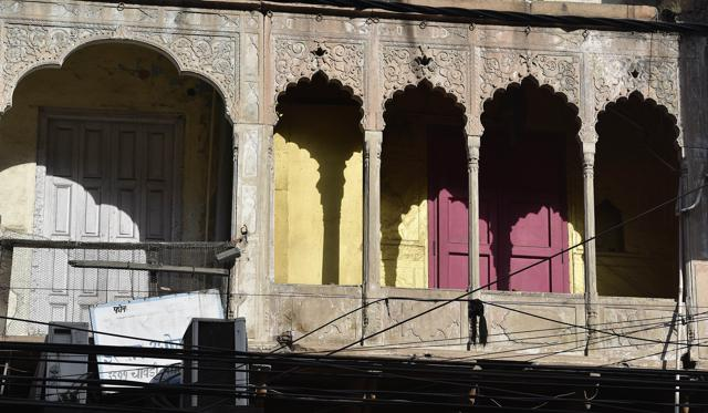 The facade of what was once a kotha in Chawri Bazaar. Seen in the picture is the atariya (balcony) where the courtesans stood.