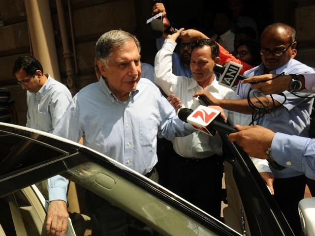 Tata Sons Chairman Ratan Tata (C) arrives in his office after attending a meeting at the company's head office in Mumbai, India, October 25, 2016.