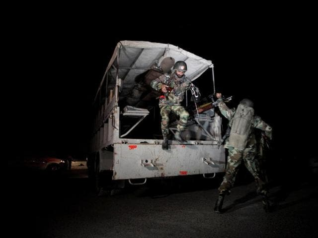 Pakistani troops deploy outside the Police Training Center after an attack on the center in Quetta, Pakistan October 25, 2016. REUTERS/Naseer Ahmed TPX IMAGES OF THE DAY