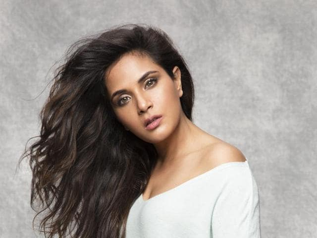 Actor Richa Chadha feels it is important for actors to take interest in lives of their team.