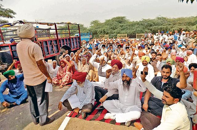 Representatives of various farmer unions and political parties protesting at Gharinda in Amritsar on Tuesday.