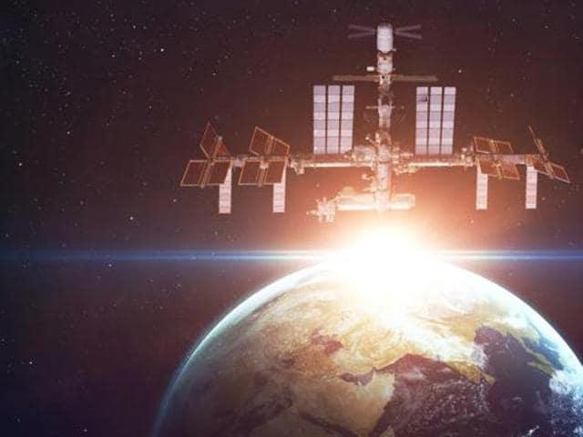 NASA,International Space Station,lettuce