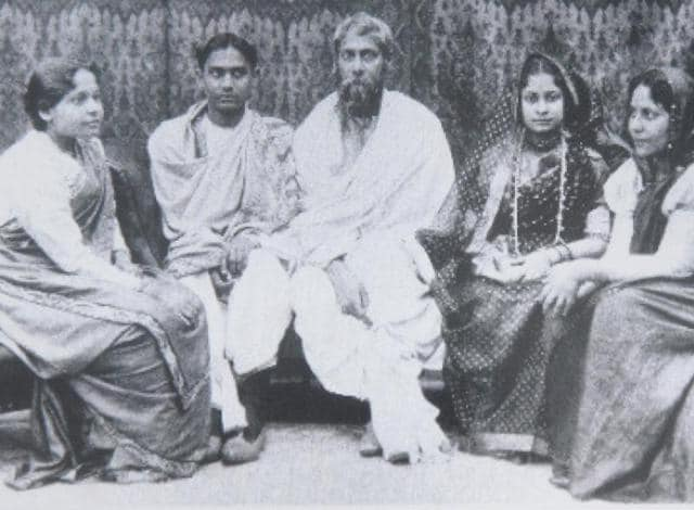 An archival photo of the Tagore family: (On left) The eldest son Rathindranath and youngest daughter Meera; (On right) daughter-in-law Protima and eldest daughter Madhurilata
