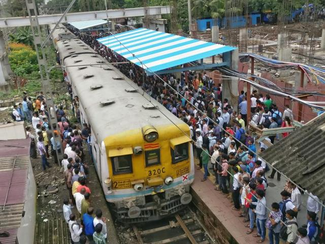 The RPF personnel used to nab commuters trespassing the railway tracks and penalise them by issuing a fake bail bond. Twelve RPFpersonnel officials were arrested