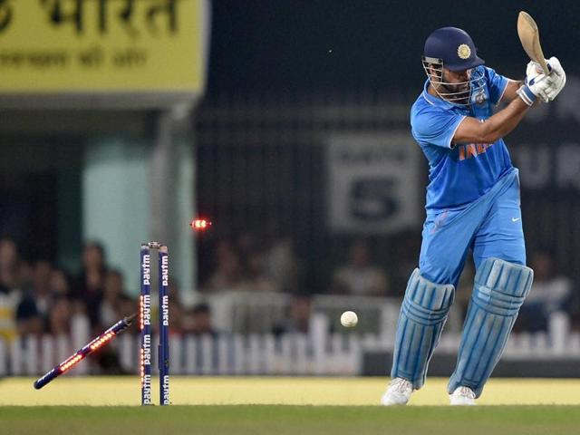 MS Dhoni failed to get going in his home town of Ranchi as India lost the fourth ODI by 19 runs to New Zealand.