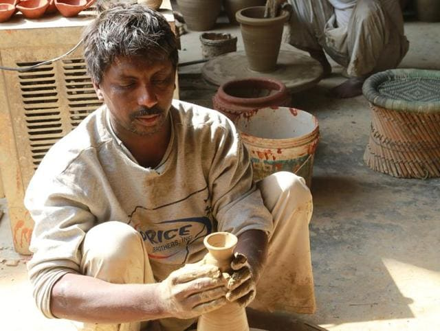 Jagmohan is a fourth generation potter in Kumhar Colony and believes that the community lacks technology.