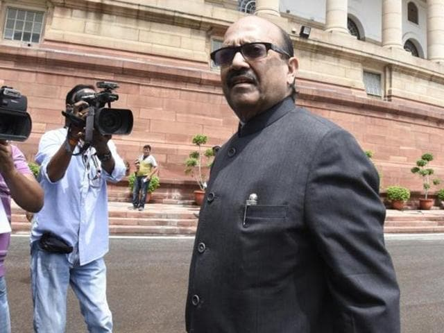 Amar Singh, who returned to SP fold after being sacked six years ago, is being blamed by Akhilesh for triggering the crisis in the Yadav clan.(Sonu Mehta/ HT photo)