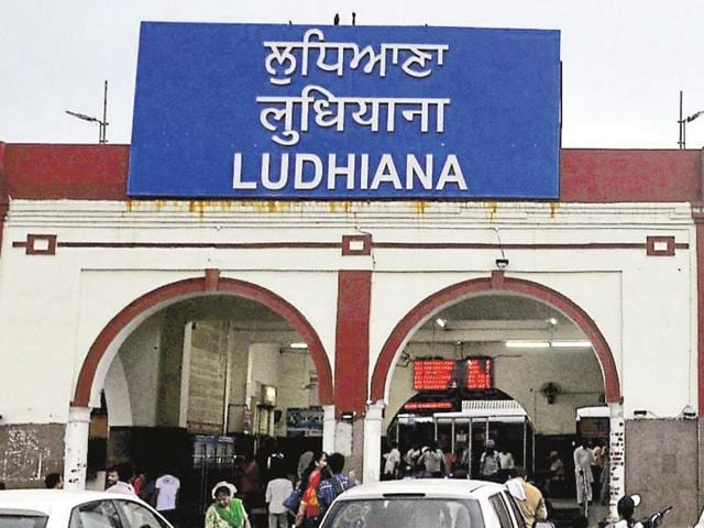 Passengers complain food items sold at the Ludhiana railway station are rarely covered, rendering the food unfit for consumption.