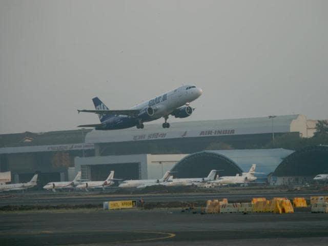 Mumbai Ö14 November 2010Ö Mumbai Airport at Santacruz - photo by Rajendra Gawankar